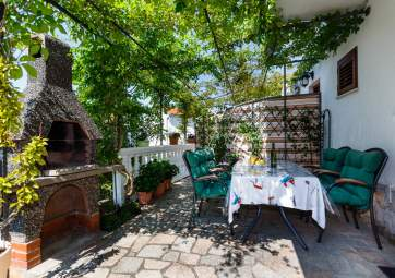 Jagoda 3 - with green terrace, in good location