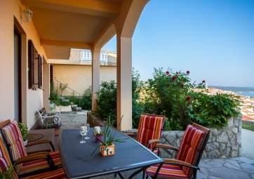 Marinka - mit grüner Terrasse und seitlichem Meerblick