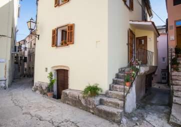 Placa - heritage & comfort in idyllic location
