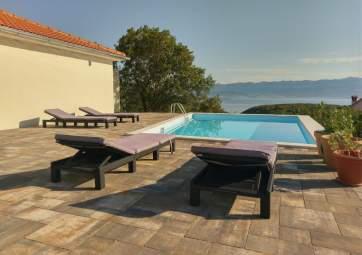 Iris - mit Pool und großer Terrasse