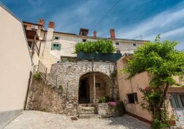 Parona - charming mediterranean stone house