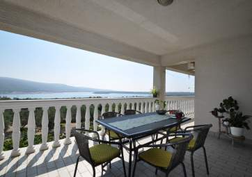 Lokvić - spacious 3 bedroom apartment with great sea view