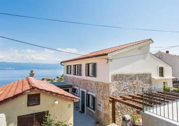 Bonaca 2 - u renoviranoj kamenoj kući s pogledom na more