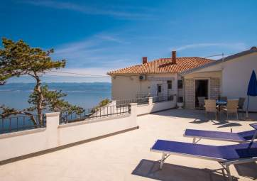 Petar 1 - only 30 m from the beach, with panoramic sea view