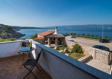 Heni 2 - very close to the beach, with fantastic sea view
