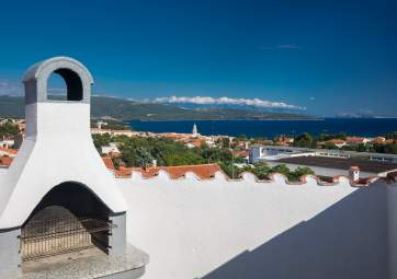 Vicky - mansard apartment with roof terrace & sea view