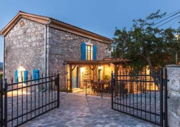 Vrh - amazing Mediterranean stone house with a pool