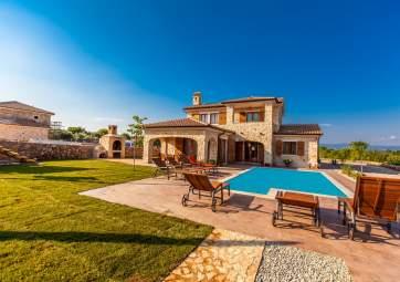 Villa Mare - Villa mit 3 Schlafzimmern, Pool & großem Garten