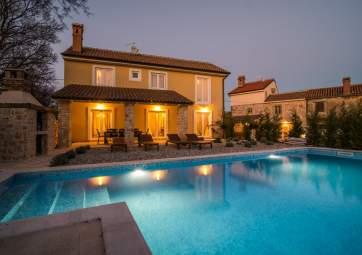 Villa Maslina - with big pool, in idyllic location