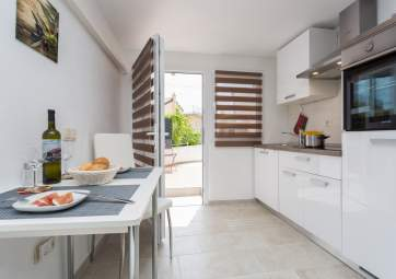 Dina - modern studio in central position, close to the beach