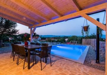 Villa Antiqua - kamena kuća s velikim bazenom, na mirnoj lokaciji