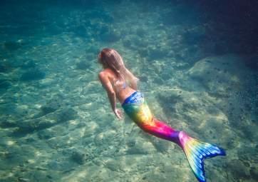 By semi-submarine to the underwater park and mermaid
