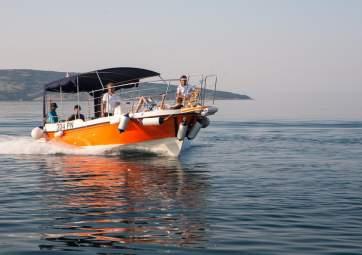 Half-day speedboat trip to hidden beaches
